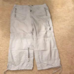 Old Navy Pants - Old Navy cargo Capri pants - Size 14